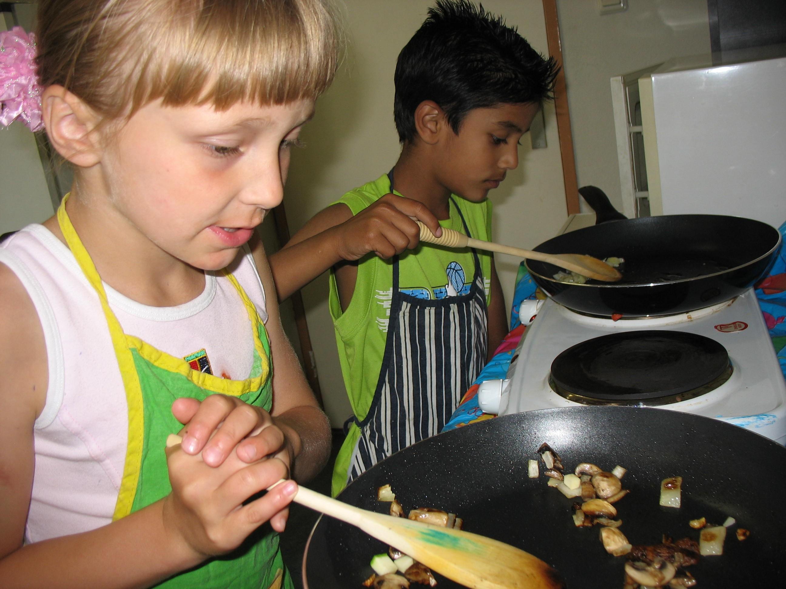 kinderen_aan_het_koken.jpg